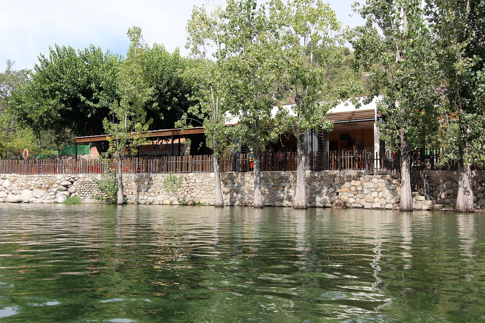 Kiosco el carreras hostal yessy en candeleda vila for Candeleda piscinas naturales